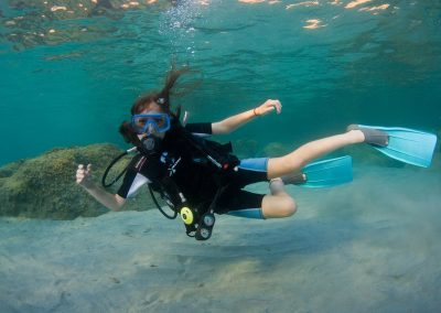 litle girl in a discover scuba